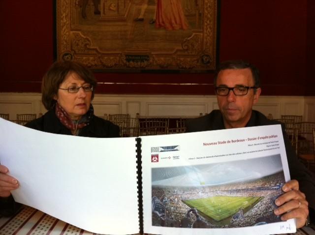 Pierre Hurmic et Marie-Claude Noël lors de l'ouverture de l'enquête publique