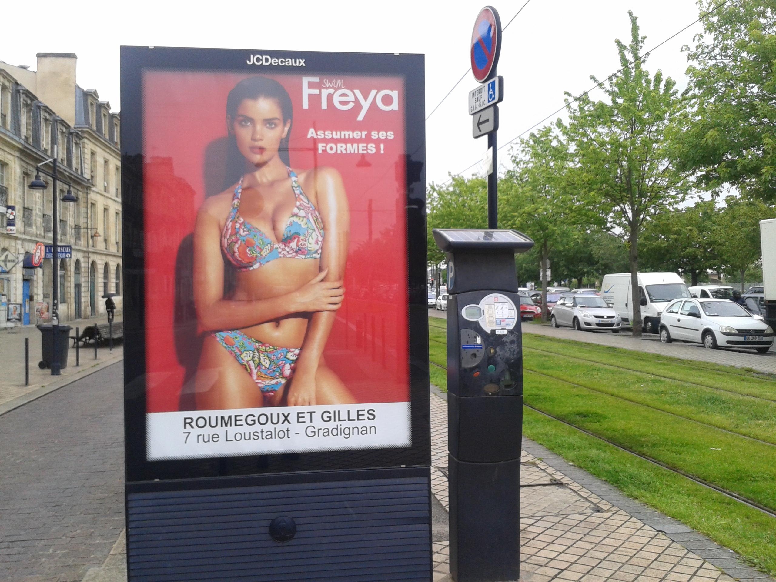 Affichage publicitaire sur la route Bordeaux